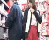 レンタルビデオ店にきていたお兄さんをAV女優さんが逆痴漢! 女性向け無料アダルト動画