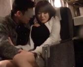 【イケメン】深夜の夜行バスで隣の席の男性に犯されてるのに感じちゃう♡
