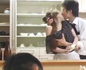 こんなきれいな奥さんで羨ましい…旦那が酔いつぶれた後、同僚にキッチンで強引に襲われちゃう 女性向け無料アダルト動画