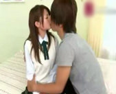 【小田切ジュン】制服をだんだんと脱がされる♪恥ずかしがりながらイチャラブセックスしちゃう!