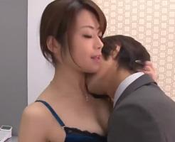 【無修正】セクシーな部下と会議室で濃密セックスするオフィスラブ 女性向け無料アダルト動画