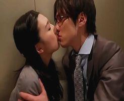 【一徹】イケメンと乗り合わせたエレベーターに閉じ込められて…どうしようか見つめ合って気付いたら…