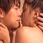 【一徹】日常の一時。お風呂上がりの彼女の首筋から香るシャンプーの香りに、彼の気持ちは止まらなく、そのままベッドでお互いを求め合っちゃう♡