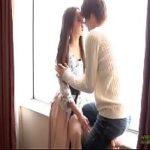 【タツ】明るい窓際でしっとり座って触れ合う、キスは情事の始まりの合図♡敏感な彼女をくすぐるように攻める愛撫にドキドキが昂ぶっていく…