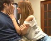 【一徹 MOKA】友達のイケメン彼氏に手を出しちゃった♪誘惑してバレない様に声を抑え、ソファでドキドキ寝取りえっち♪ 女性向け無料アダルト動画